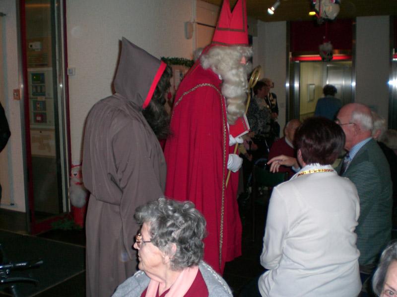 Kiwanis füllt die Chlaussäcke ab und feiert im Altersheim Morgen in Weiningen